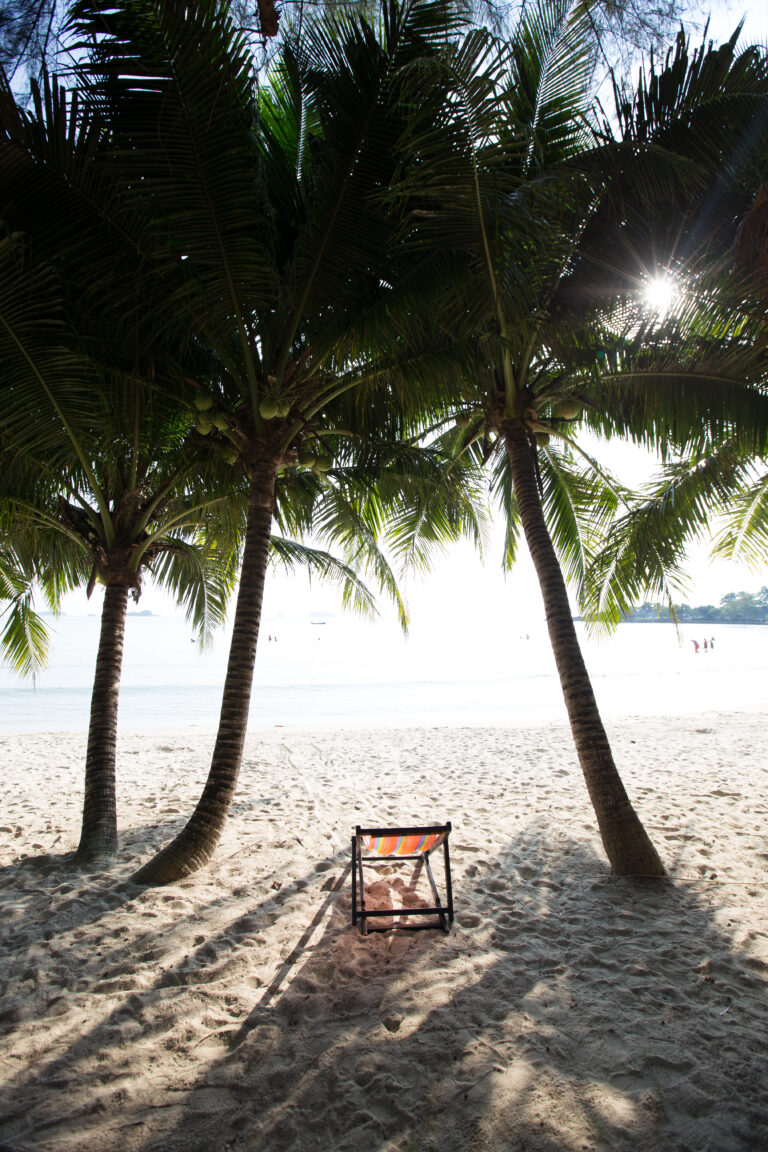 Koh Chang Paradise Resort & Spa : Strand & Garten